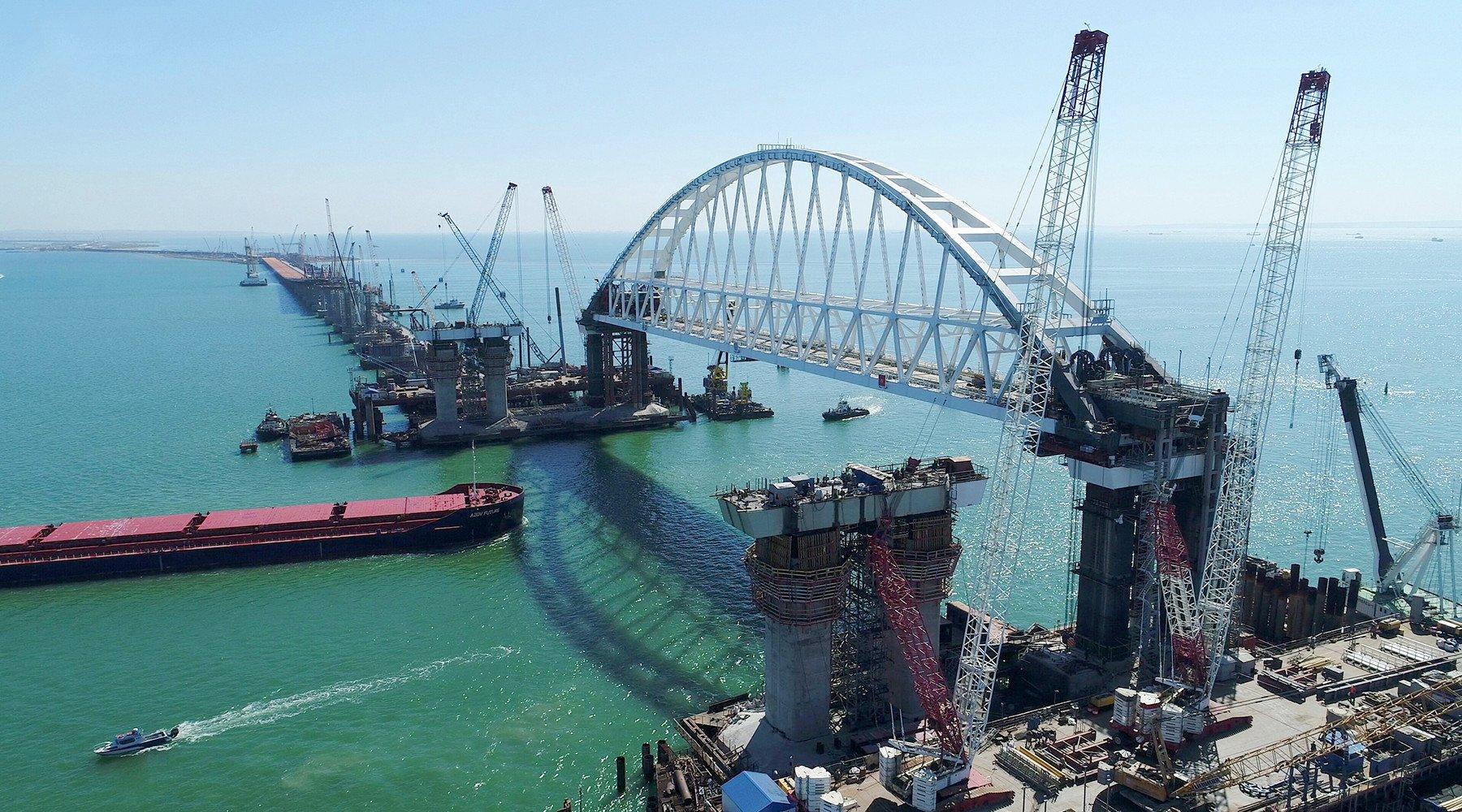 Глава Минтранса РФ назвал дату обсуждения досрочного открытия моста в Крым