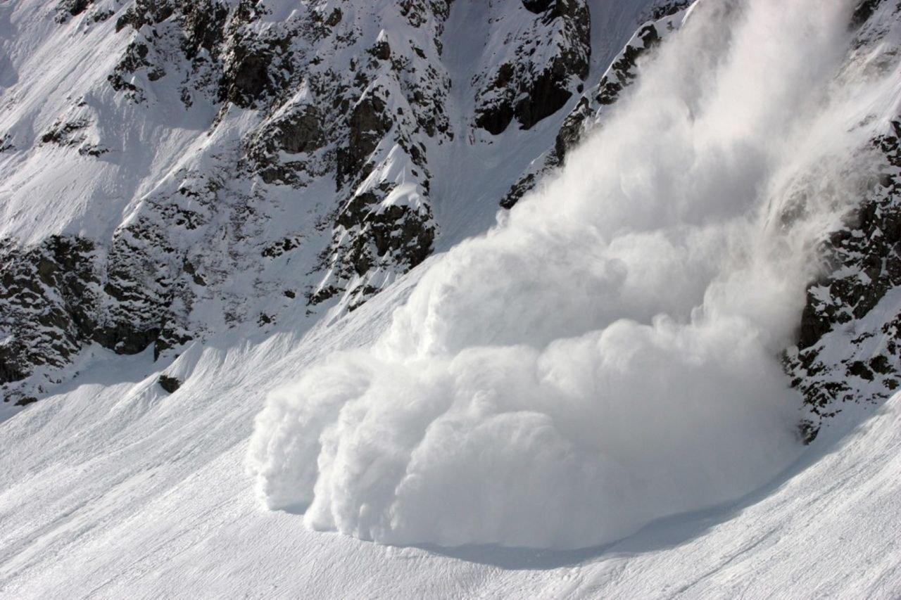 Вофранцузских Пиренеях лавина накрыла лыжников