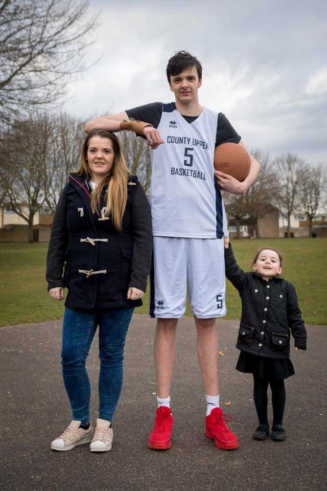 Секс с очень высоким баскетболистом