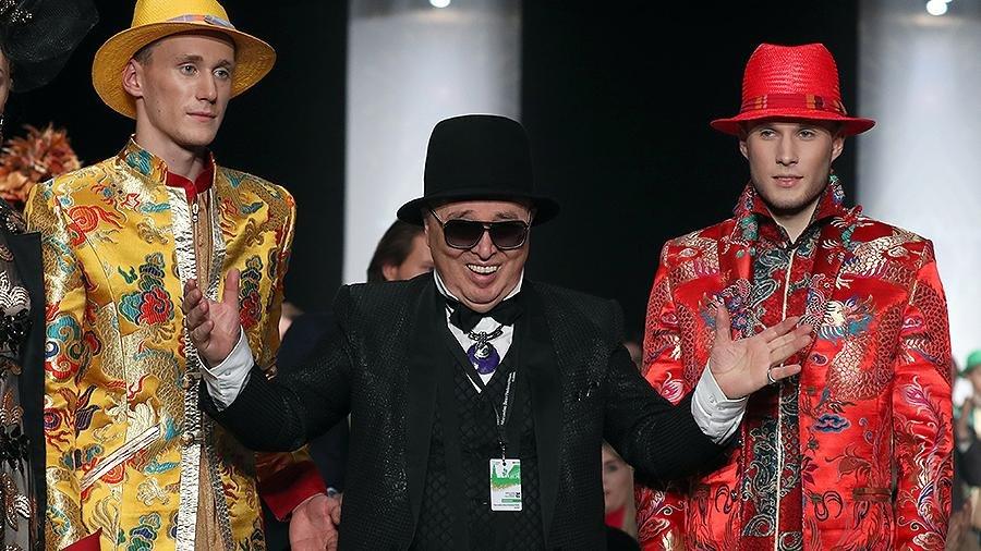 В свои 80 лет Слава Зайцев простился с подиумом. На свой юбилей известный  российский модельер провёл сезонный показ мод ... fc95f7b12f1