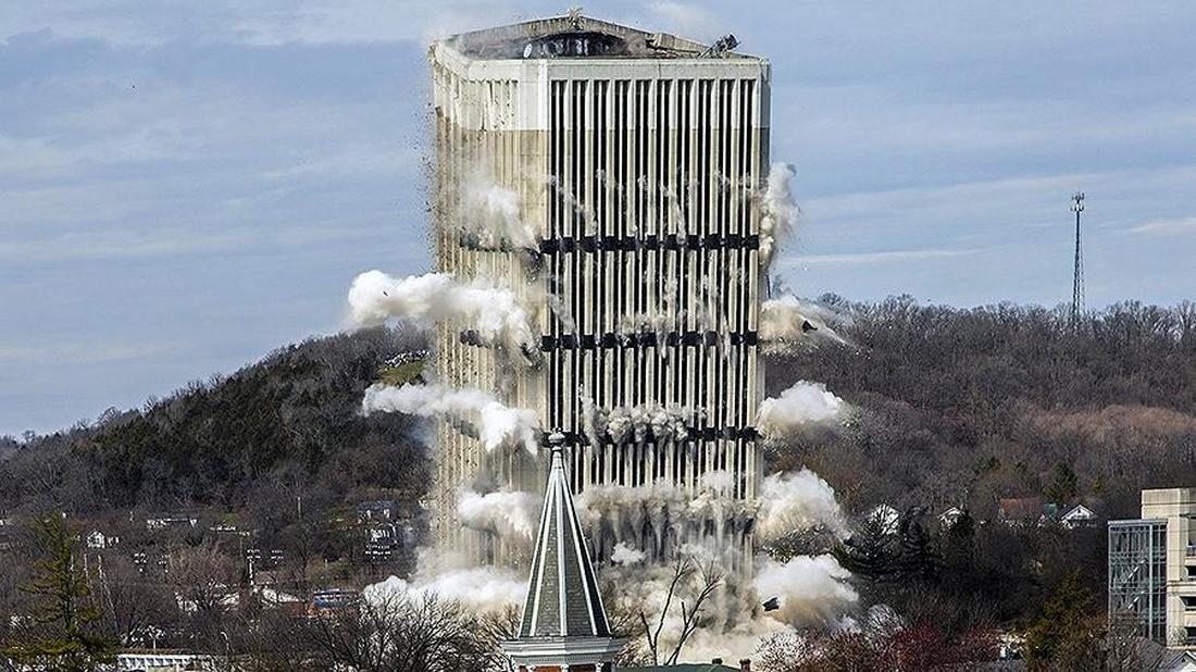 Самое высокое строение вКентукки разрушили управляемым взрывом