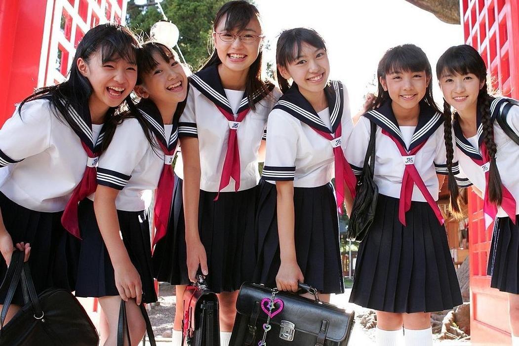 Фото школницы и их попкиnone