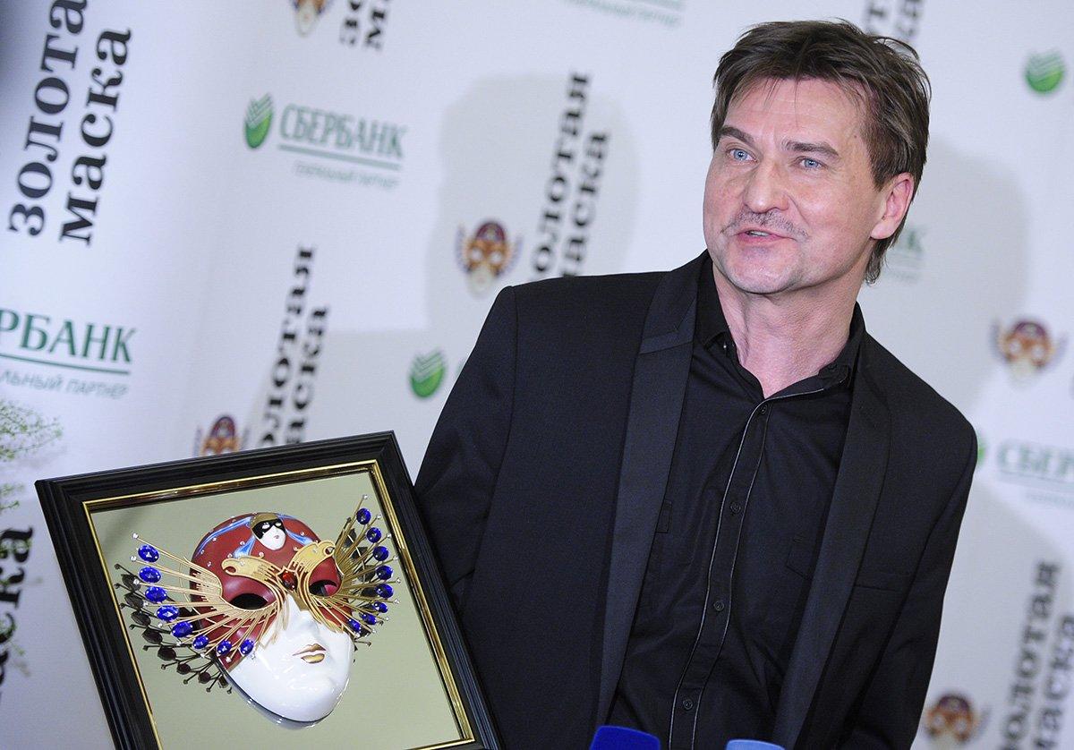 Втеатре имени Ленсовета развернули баннер вподдержку Юрия Бутусова