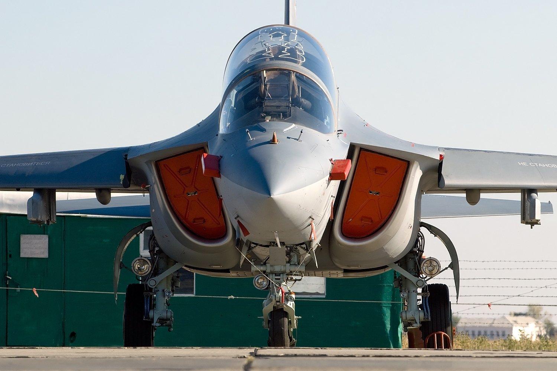 Летчики-испытатели установили мировые рекорды насамолете Як-130