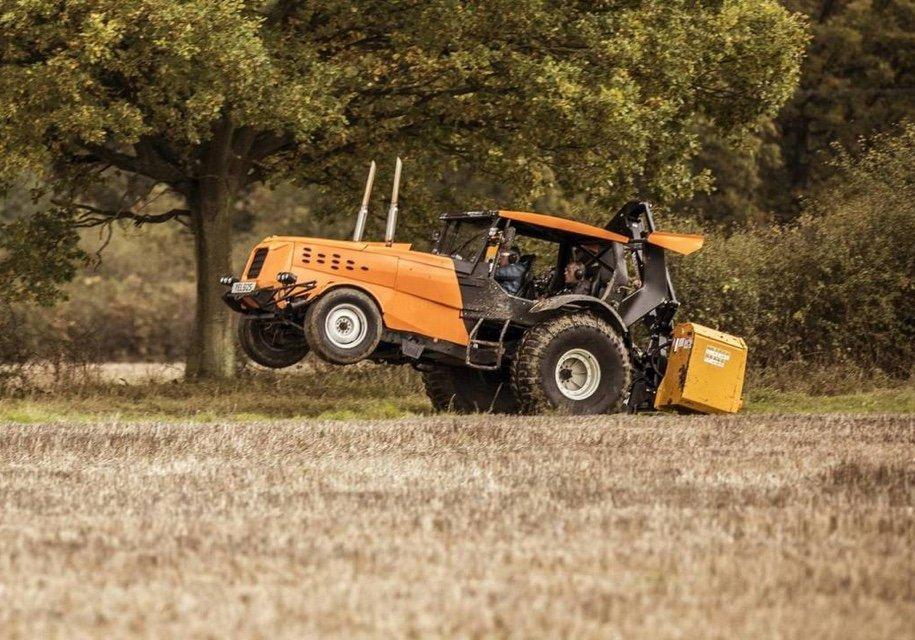 Стиг изTop Gear разогнал трактор до140 км/ч
