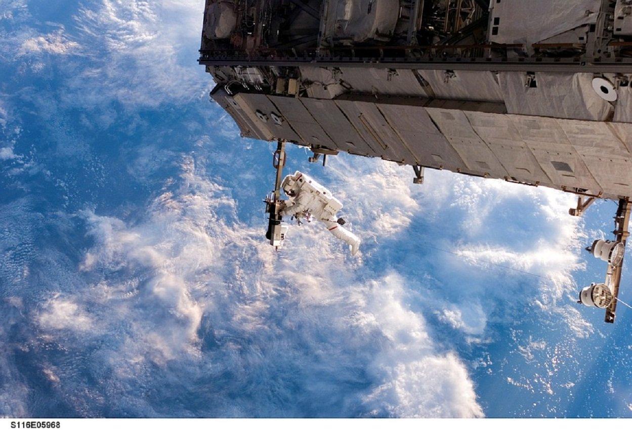 Космонавты выключили свет наМКС врамках акции «Час Земли»