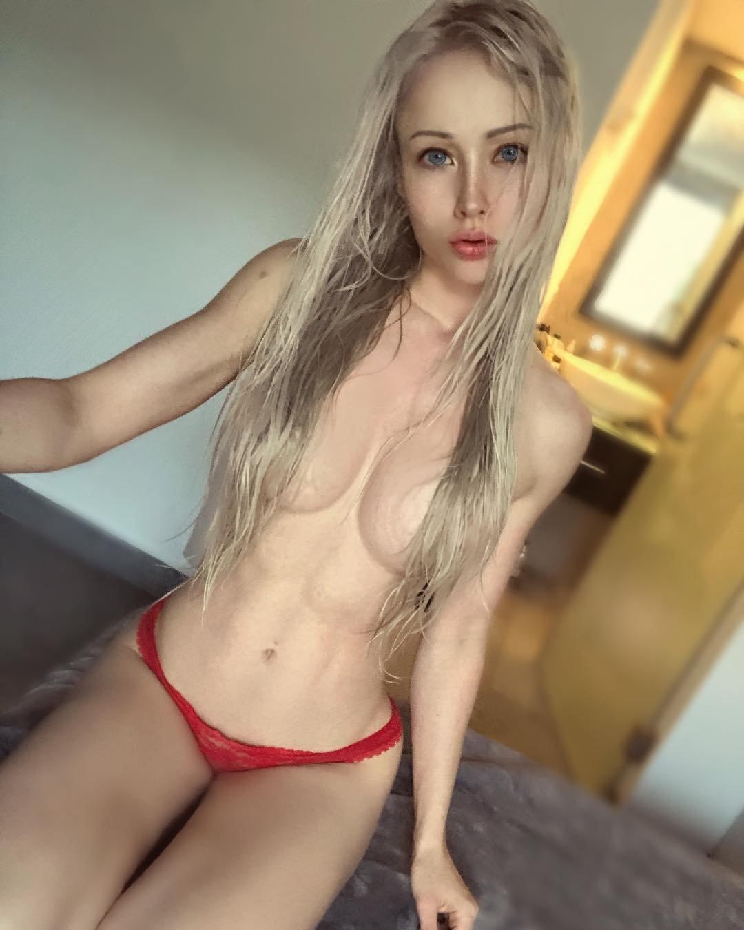 Amatue college girls naked — photo 15