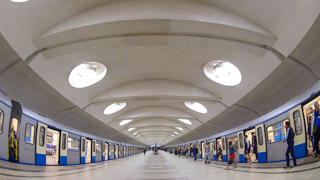 Станцию метро «Гостиный двор» закрыли напроверку