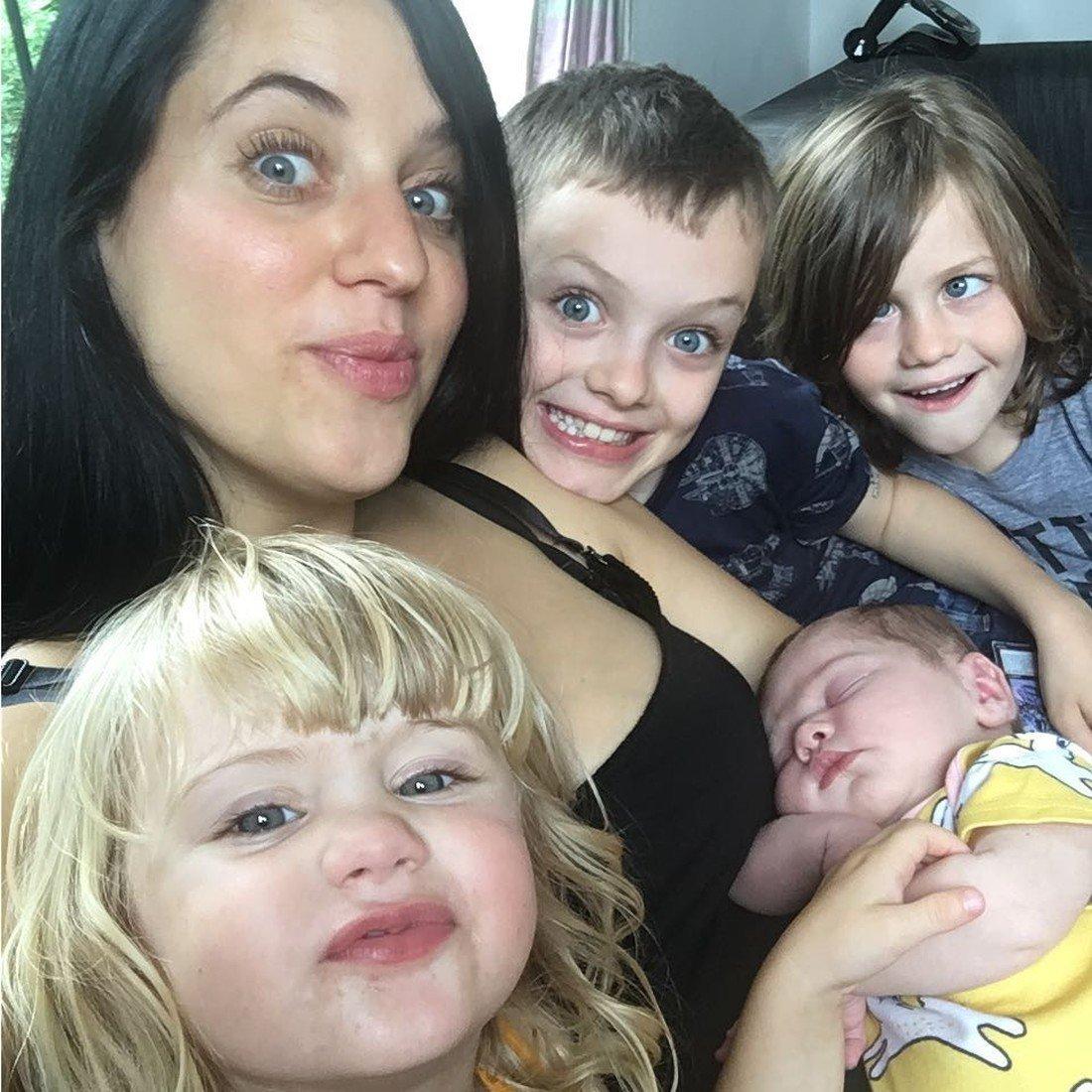Фото матери которая заставляла своих детей