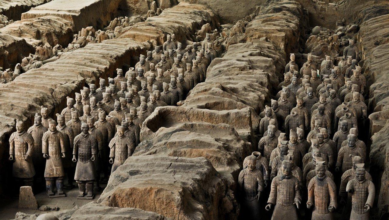 Китайские археологи обнаружили 500 артефактов возрастом 4 тысячи лет