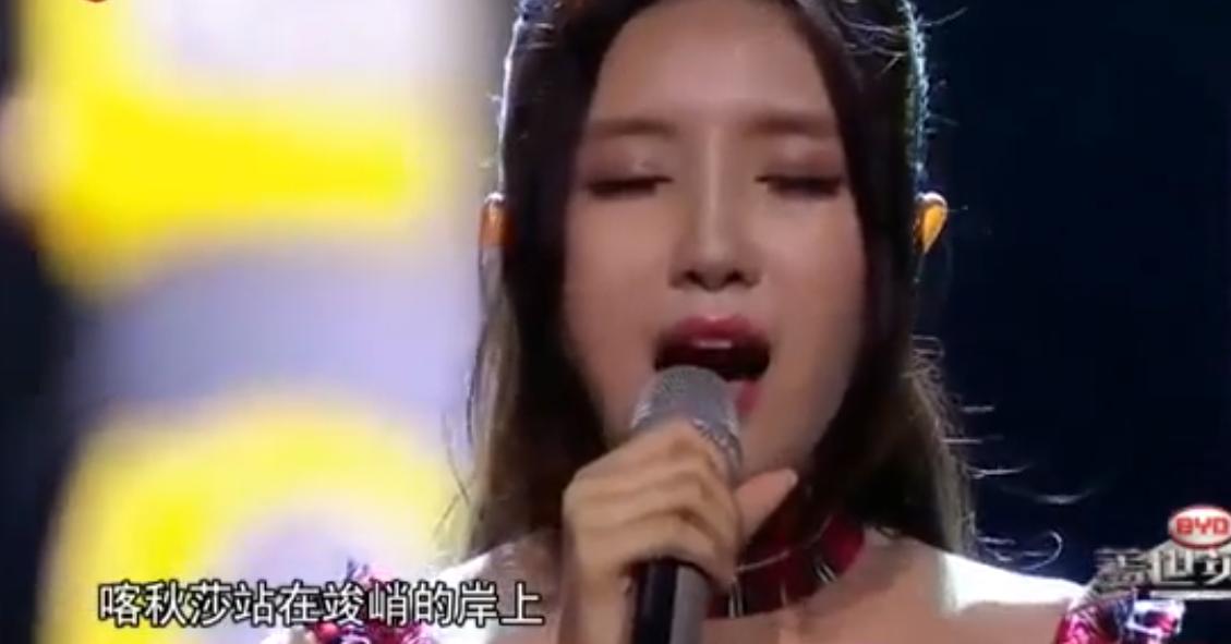 Вweb-сети интернет набирает популярность выполнение «Катюши» эстрадной певицей изКитая