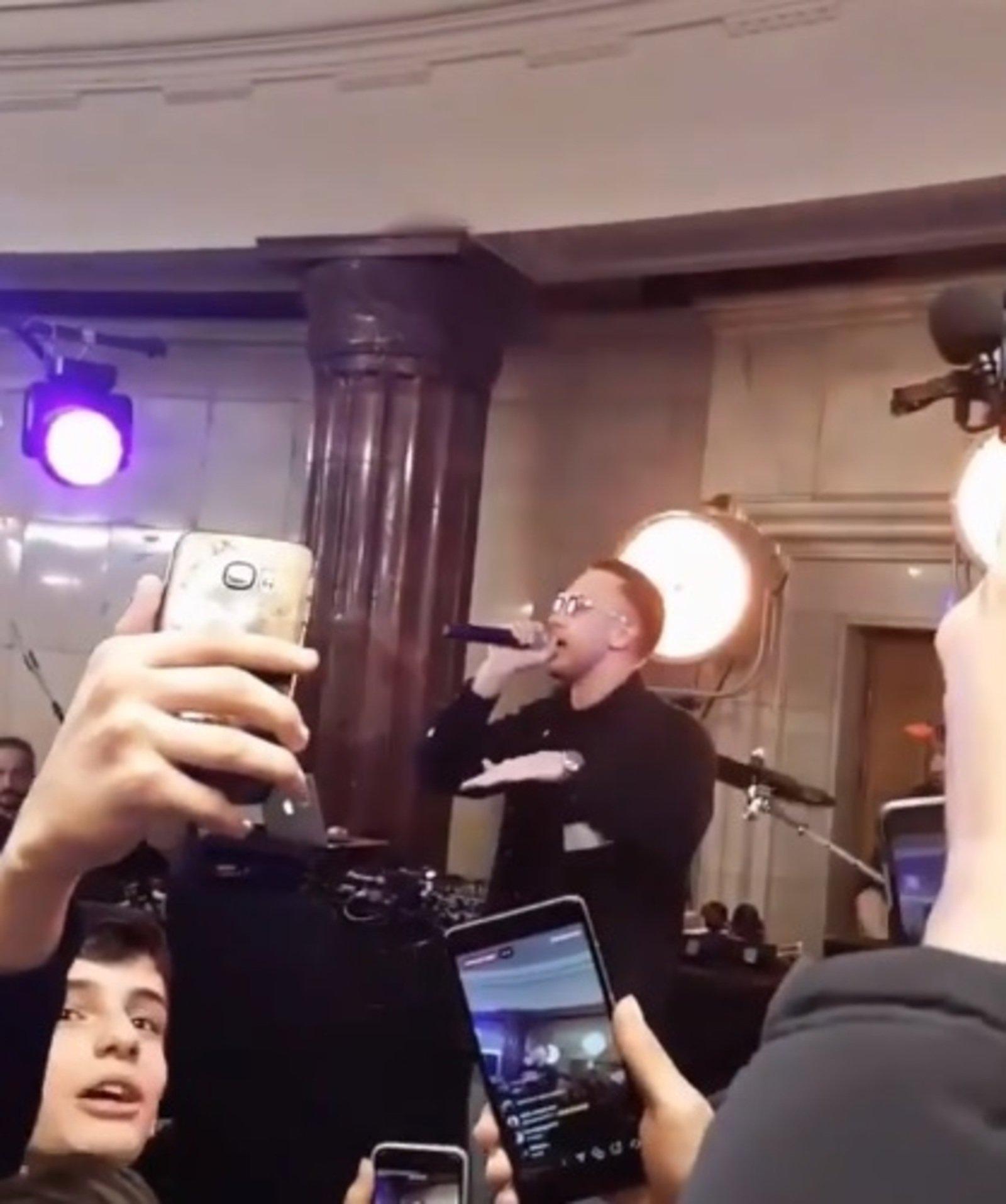 Рэпер T-killah дал концерт настанции московского метро «Курская»