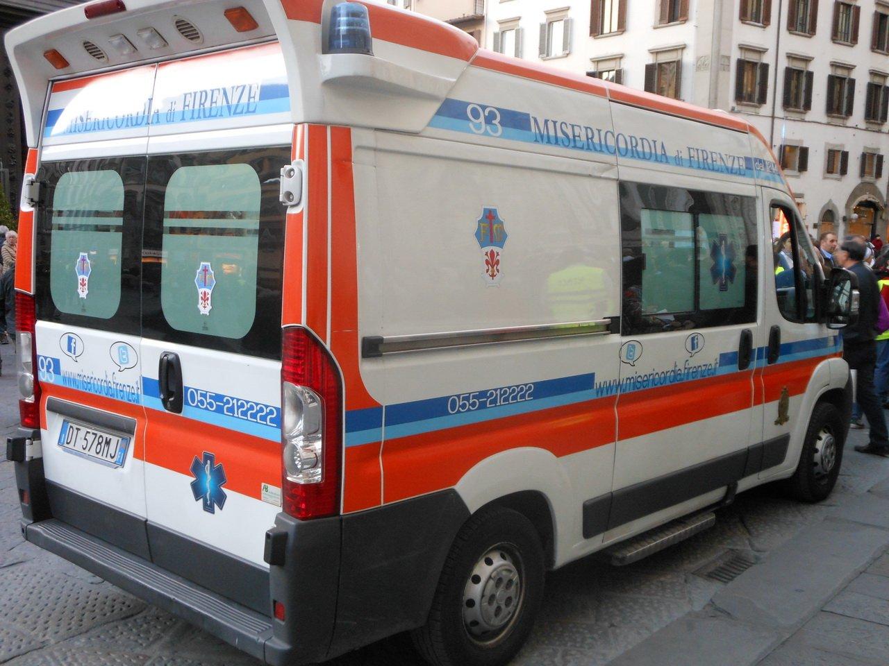 Наюге Германии туристический автобус столкнулся с грузовым автомобилем