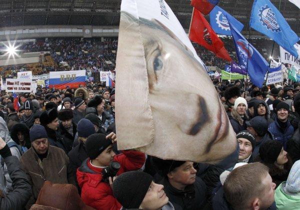 Сторонников Навального задерживают на митинге в поддержку Путина
