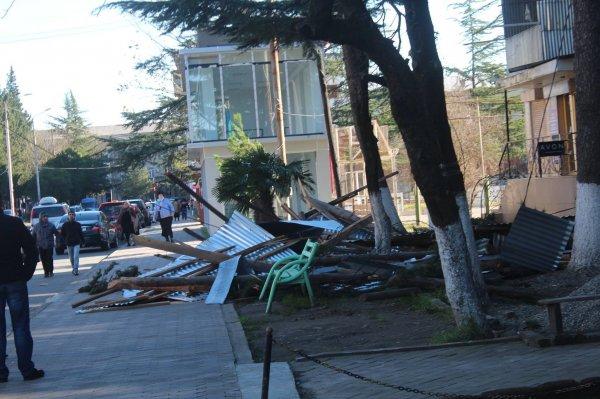 Более 30 домов остались без крыш из-за непогоды в Грузии