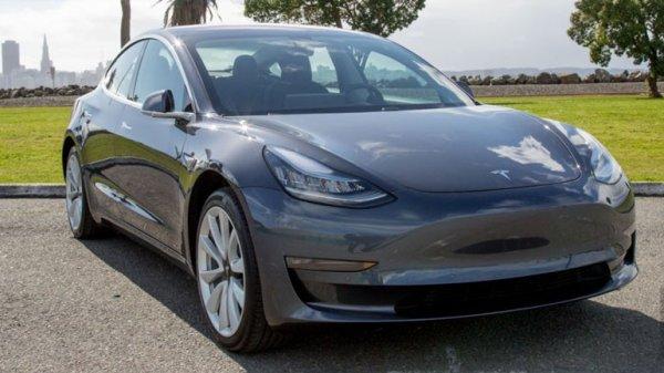 """Двухмоторный электрокар Tesla Model 3 """"засветился"""" на дорогах США"""
