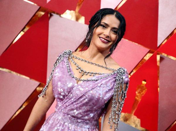 Сальма Хайек удивила зрителей «Оскара-2018» постаревшим лицом и безвкусным нарядом