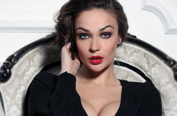 Алёна Водонаева выпустит чехлы для смартфонов с вагиной