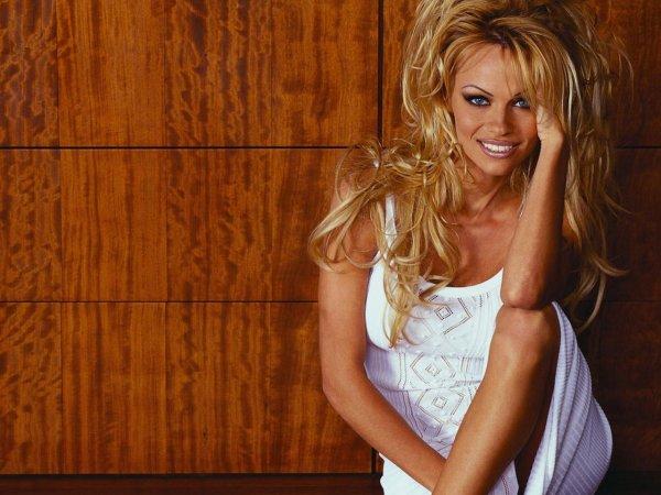 Памела Андерсон рассказала об оргиях в особняке Playboy