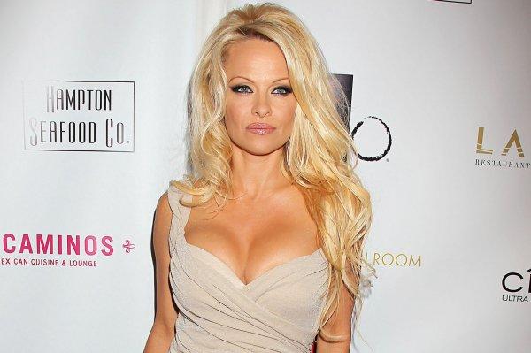 Звезду Playboy Памелу Андерсон публично унизил бывший супруг