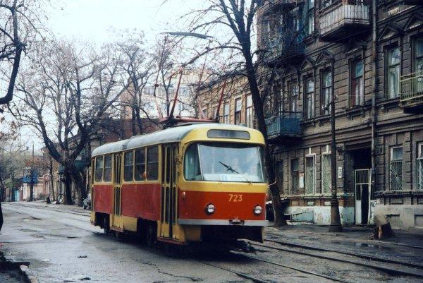 Донской дрифт: В Ростове трамвай заскользил по дороге