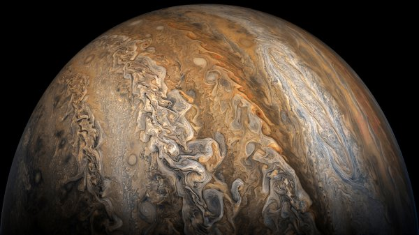 Зонд Juno передал снимки полярных циклонов Юпитера