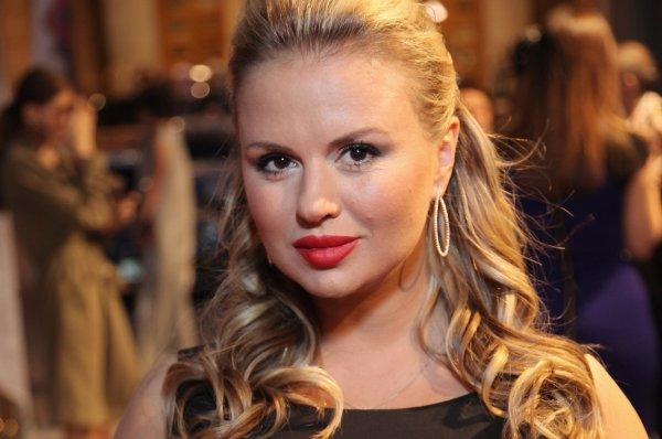 Раскабаневшая проститутка с висящей грудью: Лена Миро оскорбила Семенович 8 марта