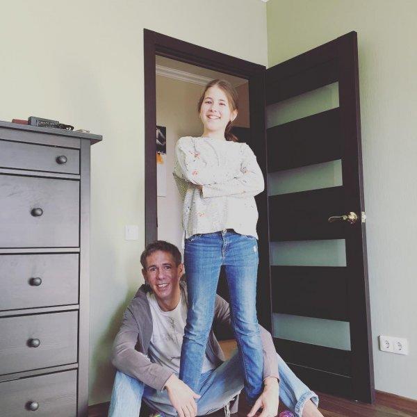 Дочь Алексея Панина опубликовала шокирующее видео похода в магазин с отцом