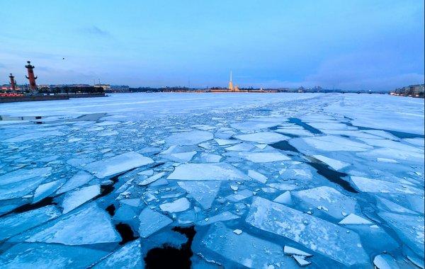 В Петербурге с помощью громкоговорителей борются с прогулками по льду