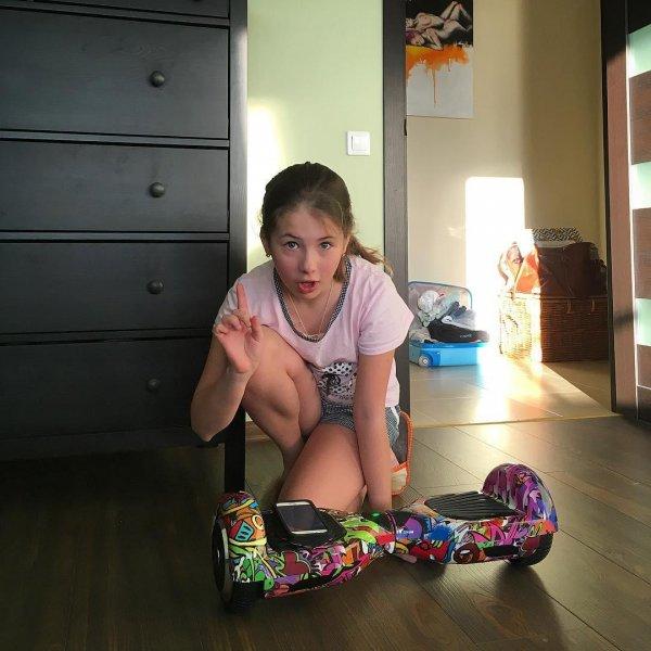 Алексей Панин развращает малолетнюю дочь эротикой