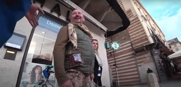 Боец АТО обнародовал видео, где он плюнул в лицо телеведущему Шейнину