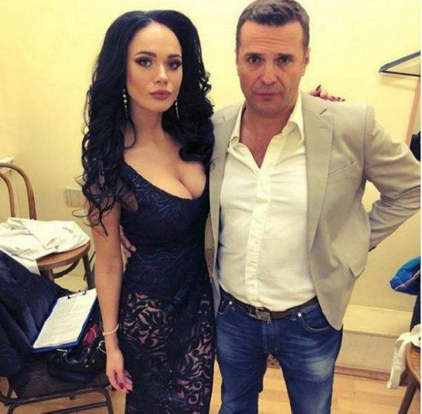Актер Сергей Астахов хочет ребенка от своей молодой избранницы