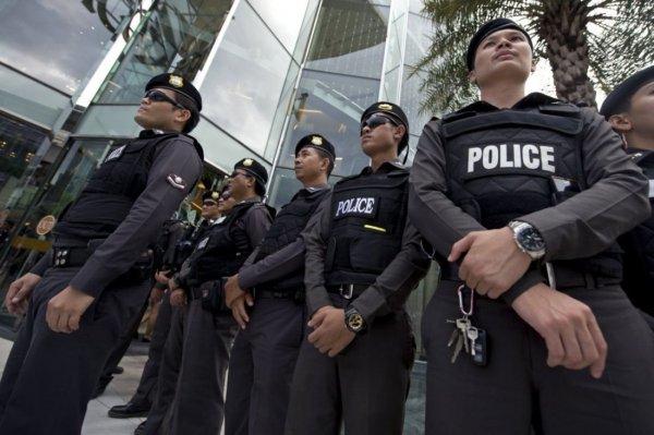 В Таиланде полицейские ищут пару, занявшуюся сексом на пляже