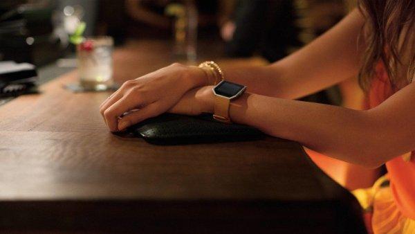 Умные часы Fitbit Versa помогут измерить сердечный ритм