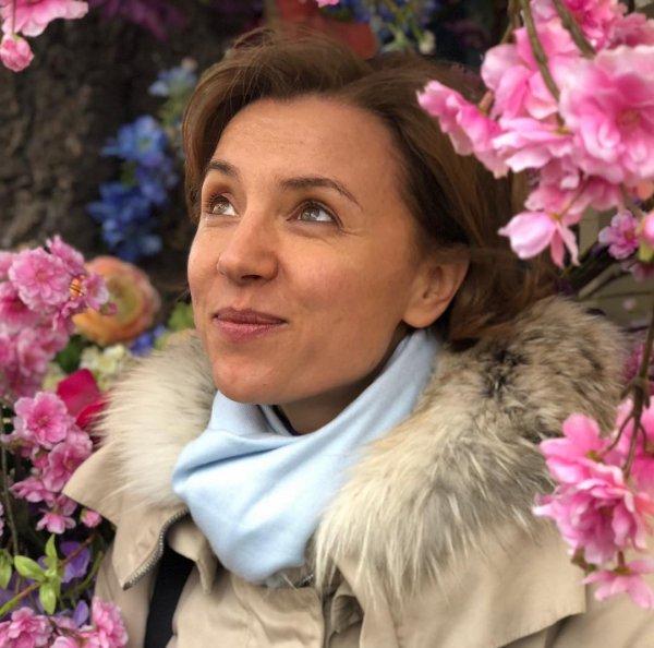 Ксения Алфёрова старается превратиться в свою героиню