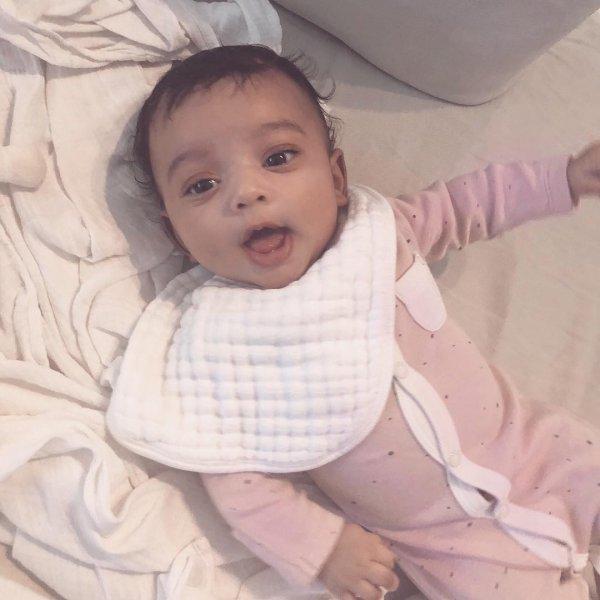 Ким Кардашьян поделилась снимком дочки Чикаго