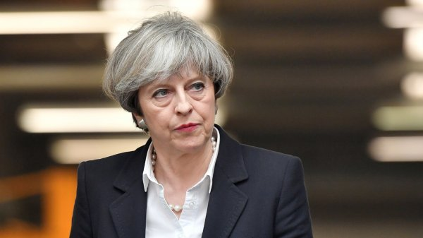 Мэй пообещала молниеносно отреагировать на высылку британских дипломатов из РФ