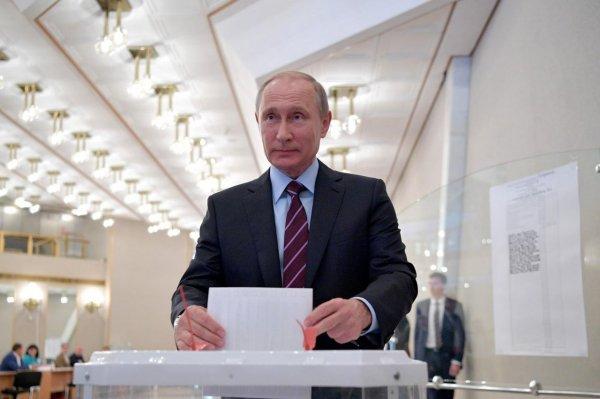 Путин в Москве проголосовал на президентских выборах