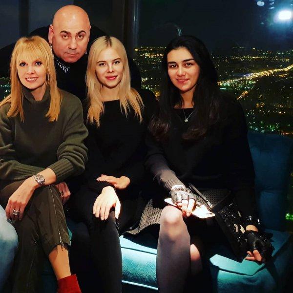 Поклонники считают, что 49-летняя Валерия выглядит младше 19-летней дочки Пригожина