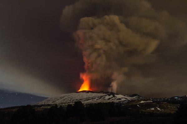 В Японии вулкан Сацума-Иодзима вскоре начнет свое извержение