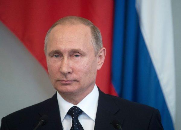 Владимир Путин анонсировал сокращение расходов на военное вооружение