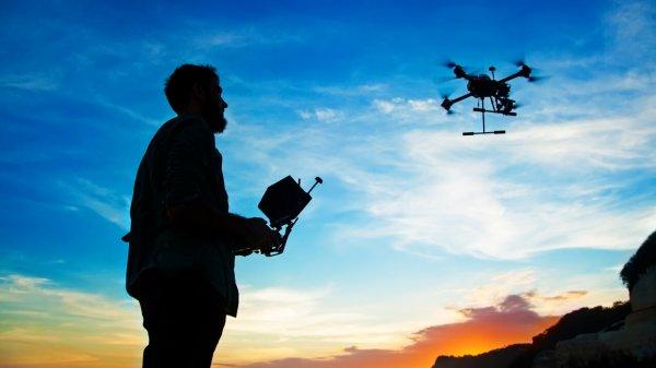 В Латвии разработали дрон для чистки ветрогенераторов