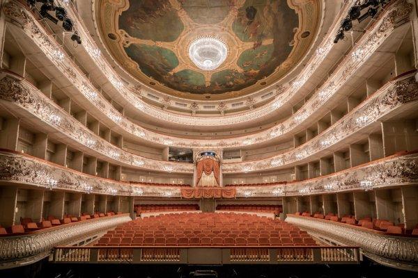 Путин поздравил оперную труппу Михайловского театра со столетием