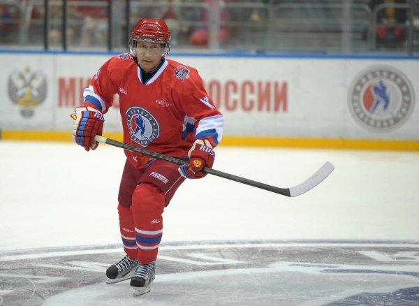 Путин может сыграть в хоккей со сборной РФ