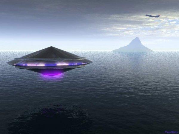 Инопланетяне в Лондоне: Очевидцы сняли на видео загадочный НЛО