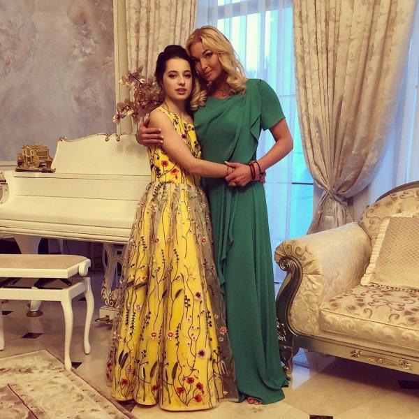Волочкову раскритиковали за макияж 12-летней дочери