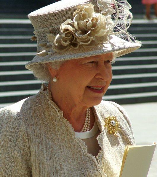 Елизавета II назвала избранницу сына Камилла Паркер-Боулз «безнравственной»