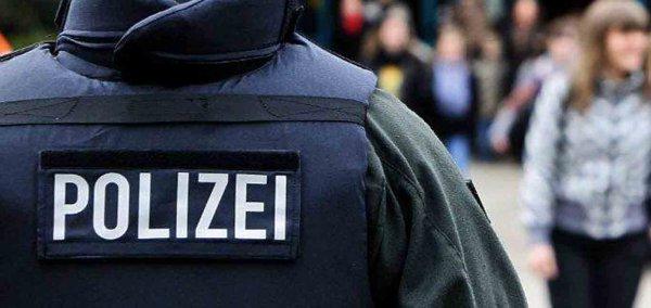 В Германии родители насиловали запертую в шкафу 13-летнюю дочь