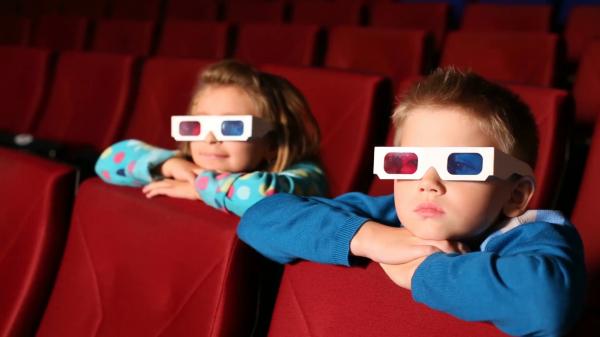 В кинотеатрах Ростова педофил заманивает детей конфетами и показывает свой пенис