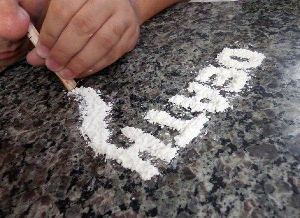 Ученые: Руки каждого десятого человека запачканы героином и кокаином
